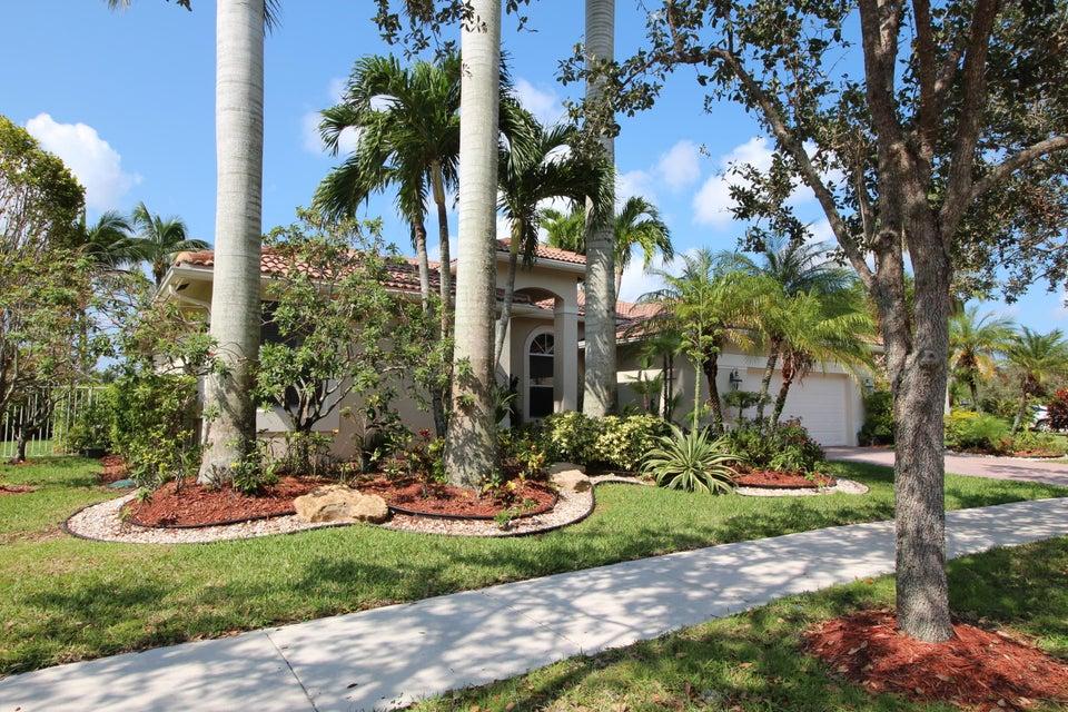 Einfamilienhaus für Verkauf beim 1024 Waterside Circle 1024 Waterside Circle Weston, Florida 33327 Vereinigte Staaten