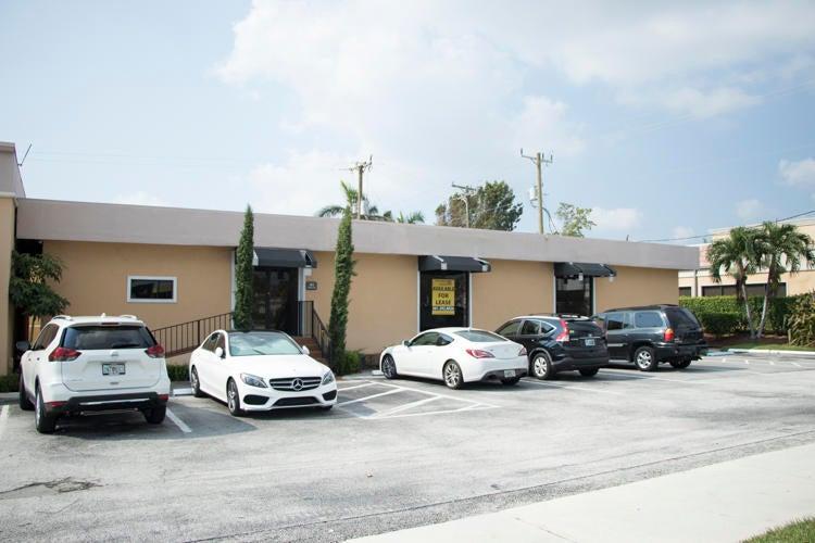 Commercial / Industriel pour l à louer à 182 Glades Road 182 Glades Road Boca Raton, Florida 33432 États-Unis