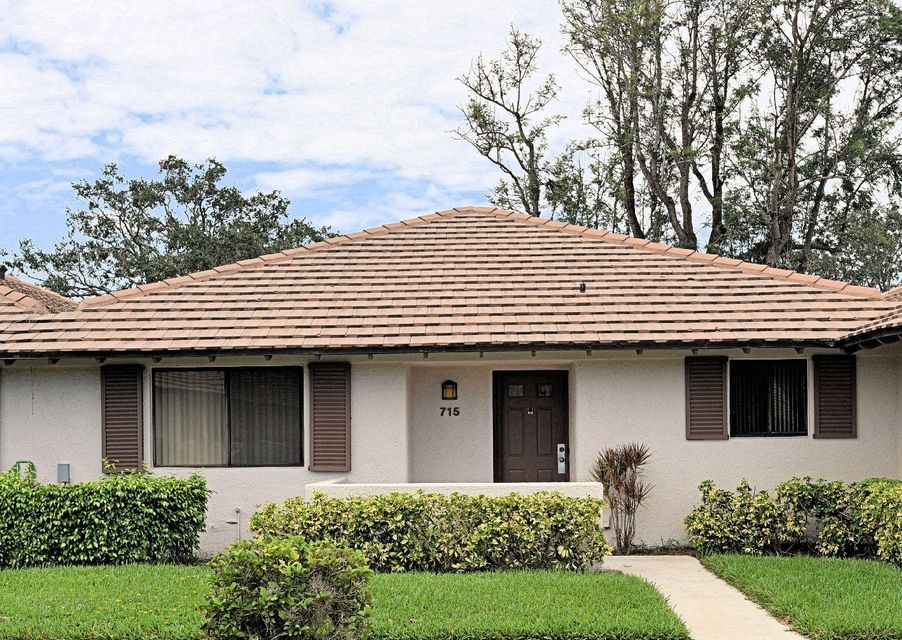 715 SW Club Drive , Palm Beach Gardens FL 33418 is listed for sale as MLS Listing RX-10367805 22 photos