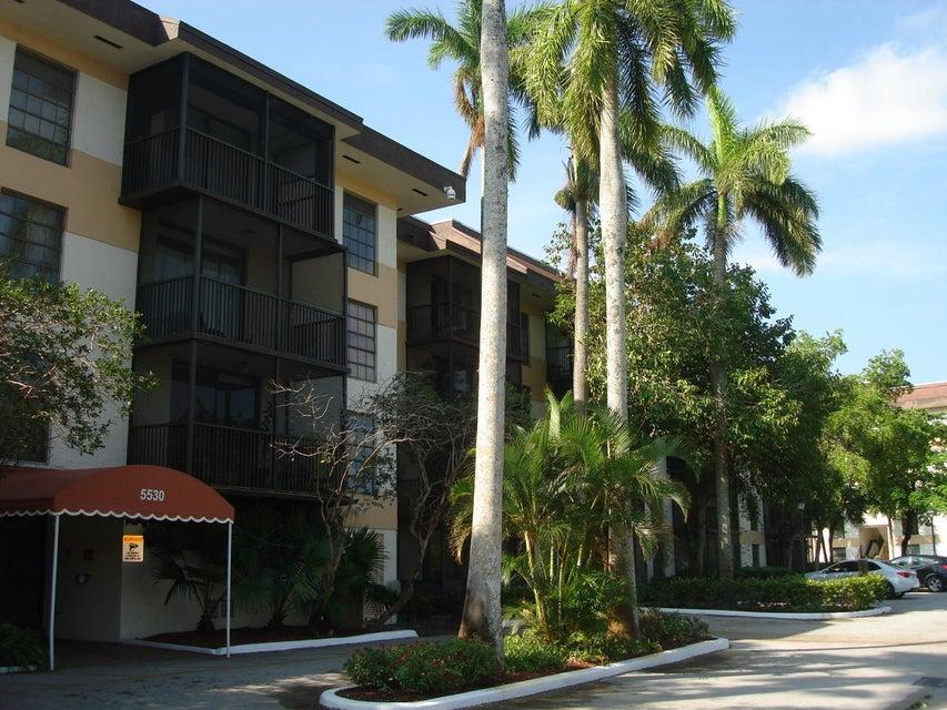 合作社 / 公寓 为 销售 在 5530 NW 44th Street 5530 NW 44th Street Lauderhill, 佛罗里达州 33319 美国
