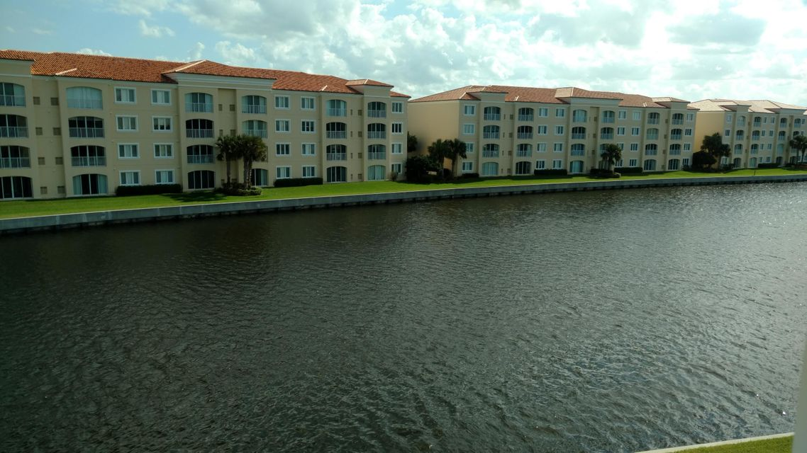 Additional photo for property listing at 8 Harbour Isle Drive E 8 Harbour Isle Drive E Fort Pierce, Florida 34949 Estados Unidos
