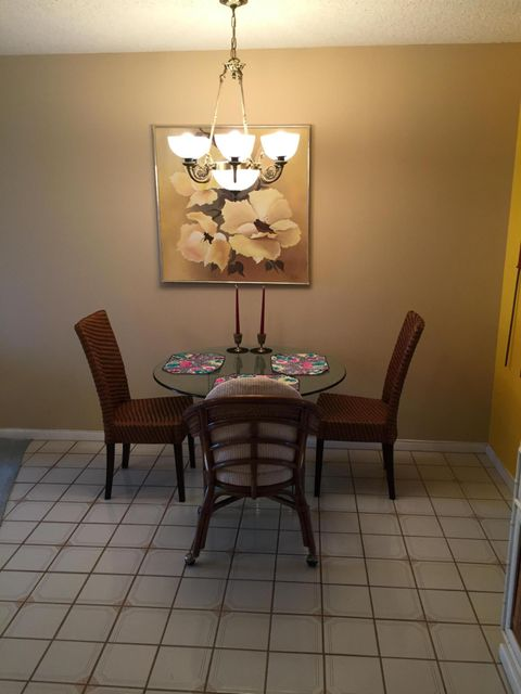 Additional photo for property listing at 56 Northampton C 56 Northampton C West Palm Beach, Florida 33417 États-Unis