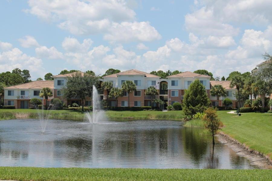 Cooperativa / condomínio para Locação às 7202 Myrtlewood Circle W 7202 Myrtlewood Circle W Palm Beach Gardens, Florida 33418 Estados Unidos