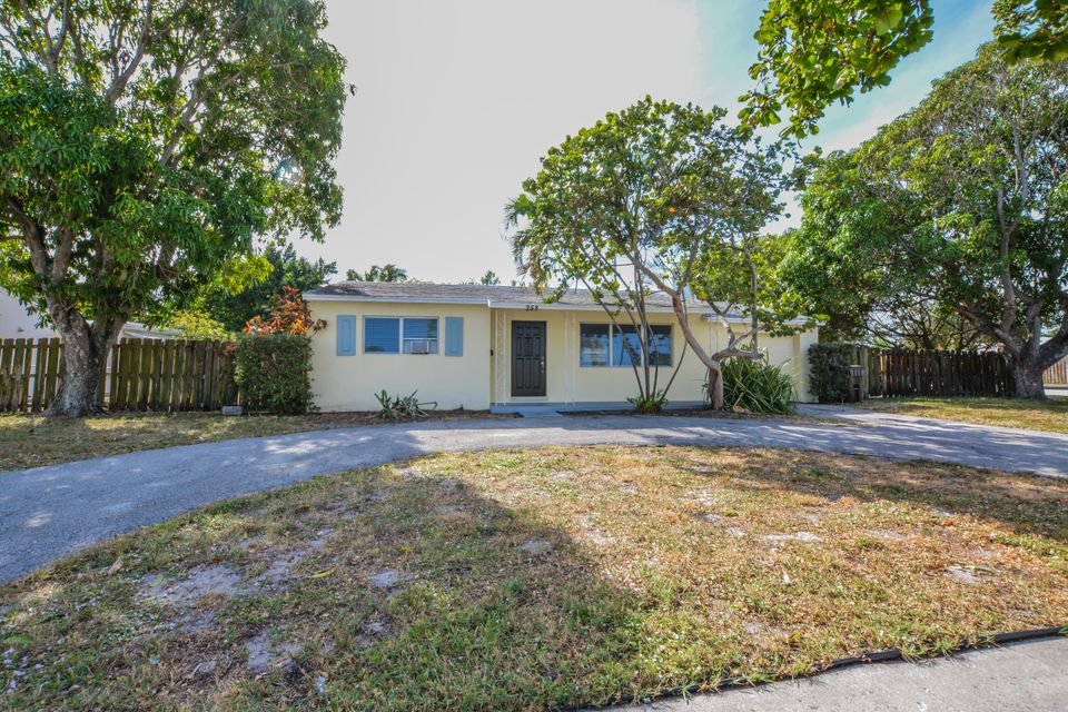 258 Summa Street  West Palm Beach, FL 33405