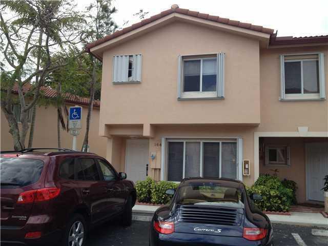 Casa unifamiliar adosada (Townhouse) por un Venta en 164 Riviera Circle 164 Riviera Circle Weston, Florida 33326 Estados Unidos