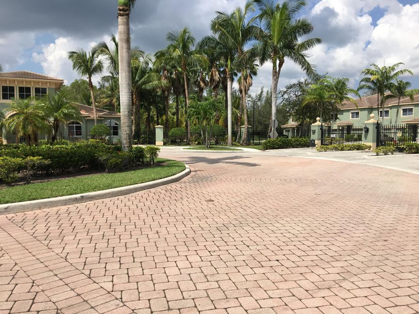 Additional photo for property listing at 350 Crestwood Circle 350 Crestwood Circle Royal Palm Beach, Florida 33411 United States