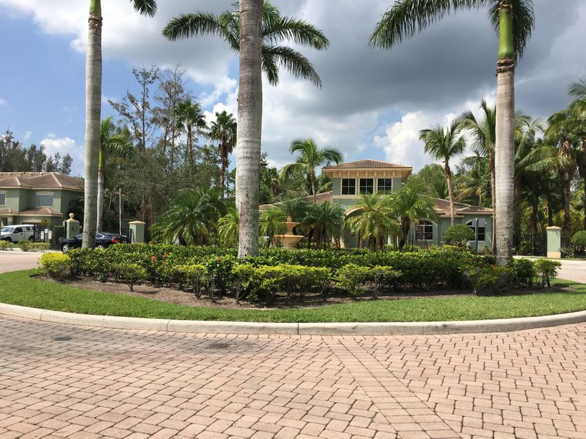 Additional photo for property listing at 350 Crestwood Circle 350 Crestwood Circle Royal Palm Beach, Florida 33411 États-Unis