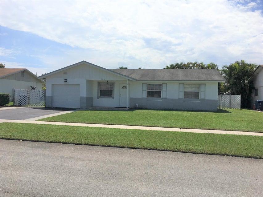 独户住宅 为 销售 在 8230 NW 47th Street 8230 NW 47th Street Lauderhill, 佛罗里达州 33351 美国