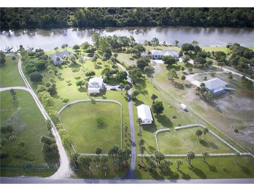 Casa Unifamiliar por un Venta en 10325 SW Greenridge Lane 10325 SW Greenridge Lane Palm City, Florida 34990 Estados Unidos