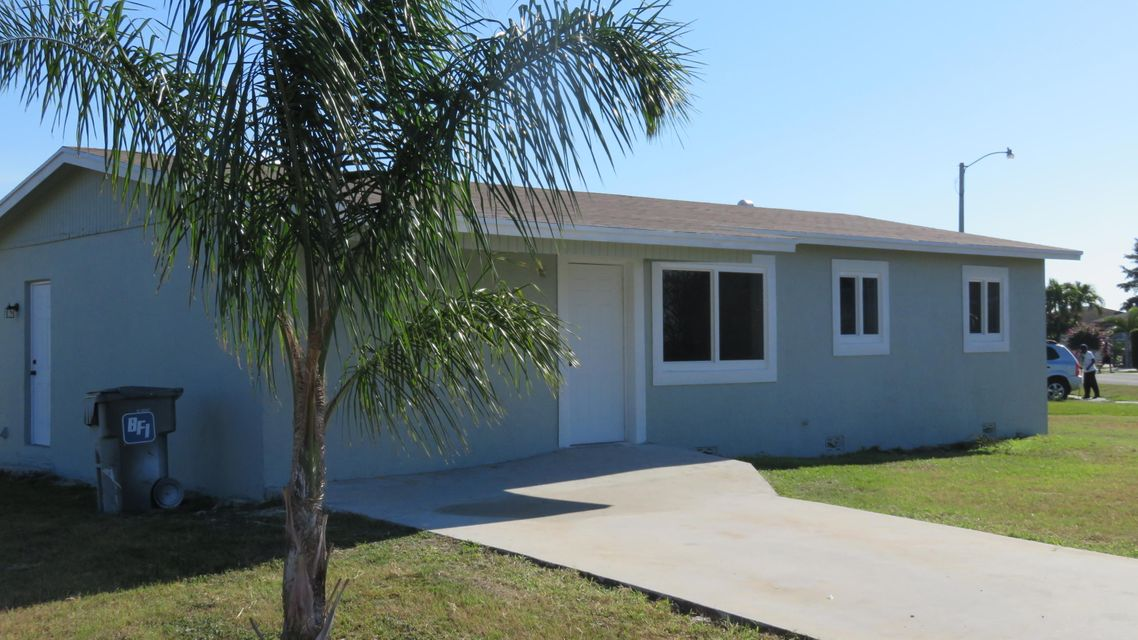 Casa Unifamiliar por un Venta en 1501 Reverend Jesse Biggs Boulevard 1501 Reverend Jesse Biggs Boulevard Pahokee, Florida 33476 Estados Unidos