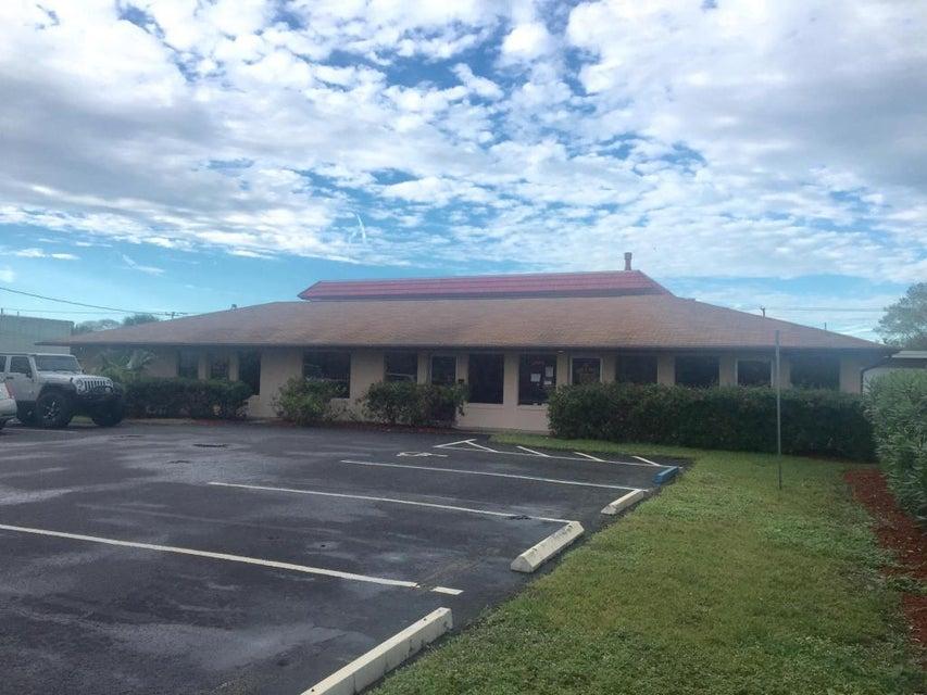 Oficinas por un Alquiler en 496 Maple Avenue 496 Maple Avenue Fort Pierce, Florida 34982 Estados Unidos
