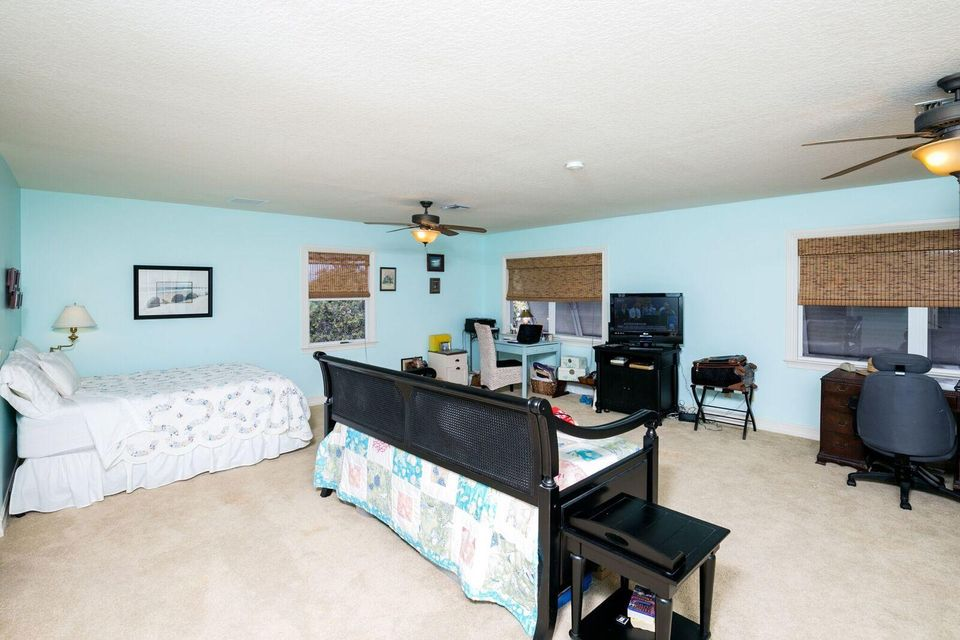 Additional photo for property listing at 766 NE River Terrace 766 NE River Terrace Jensen Beach, Флорида 34957 Соединенные Штаты