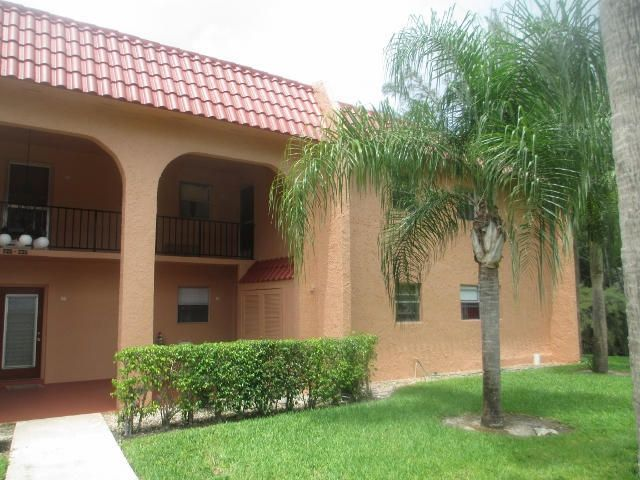 Co-op / Condo للـ Sale في 235 Lake Dora Drive 235 Lake Dora Drive West Palm Beach, Florida 33411 United States