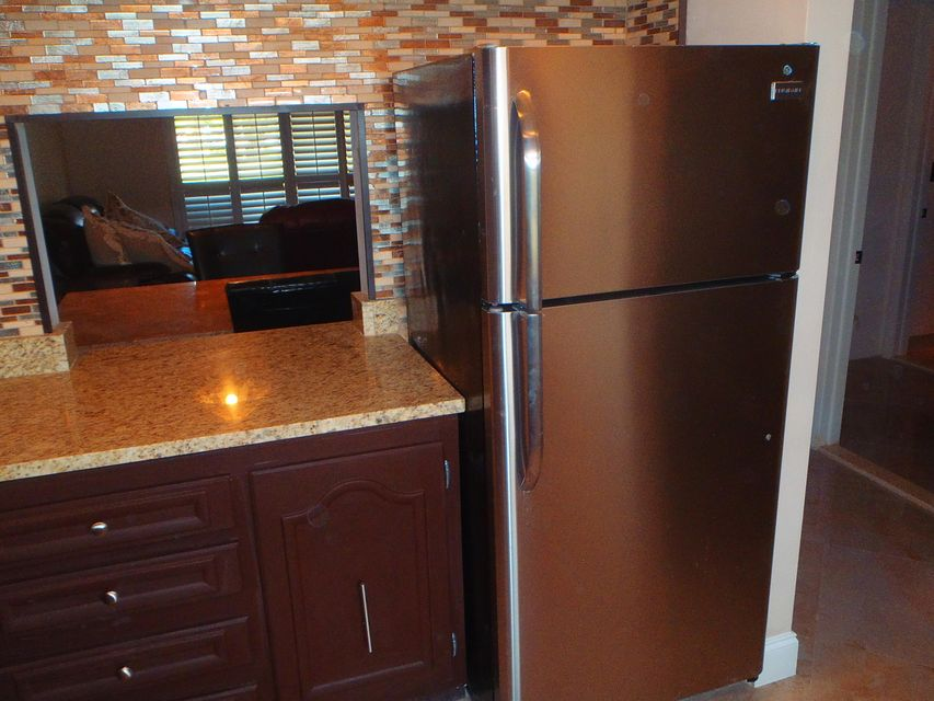 Additional photo for property listing at 32 Abbey Lane 32 Abbey Lane Delray Beach, Florida 33446 United States