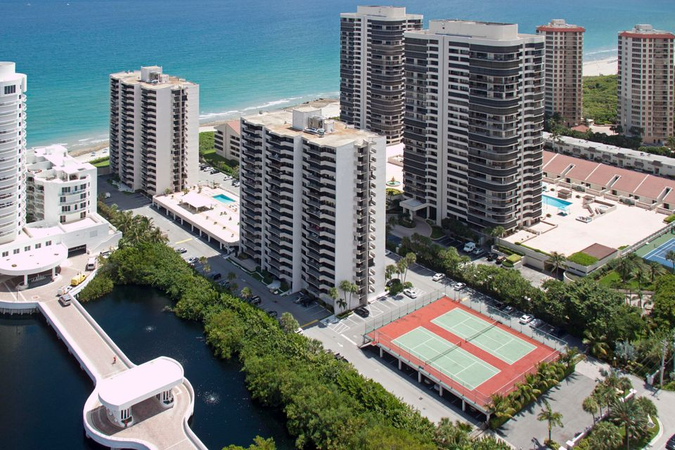 Co-op / Condo للـ Rent في 4200 N Ocean Drive 4200 N Ocean Drive Singer Island, Florida 33404 United States