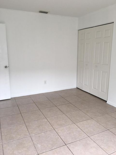 Additional photo for property listing at 5048 SE Isabelita Avenue 5048 SE Isabelita Avenue Stuart, Florida 34997 United States