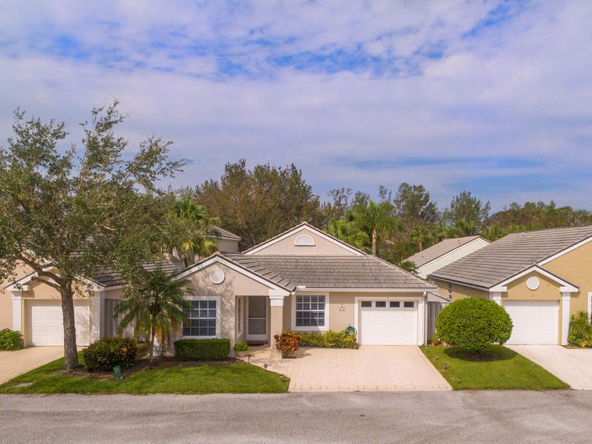 5 Commanders Drive , Palm Beach Gardens FL 33418 is listed for sale as MLS Listing RX-10369299 40 photos