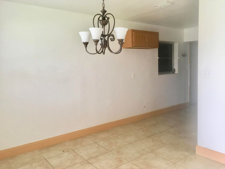 Additional photo for property listing at 573 SW 14th Street 573 SW 14th Street Belle Glade, Florida 33430 Estados Unidos