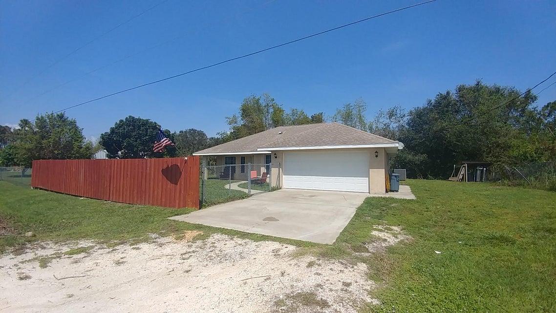 Casa Unifamiliar por un Venta en 9107 SE 64th Drive 9107 SE 64th Drive Okeechobee, Florida 34974 Estados Unidos
