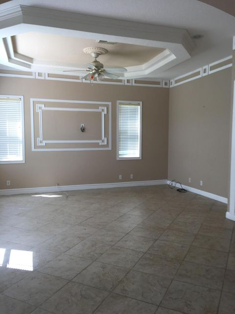 Additional photo for property listing at 443 Cresta Circle 443 Cresta Circle West Palm Beach, Florida 33413 Estados Unidos