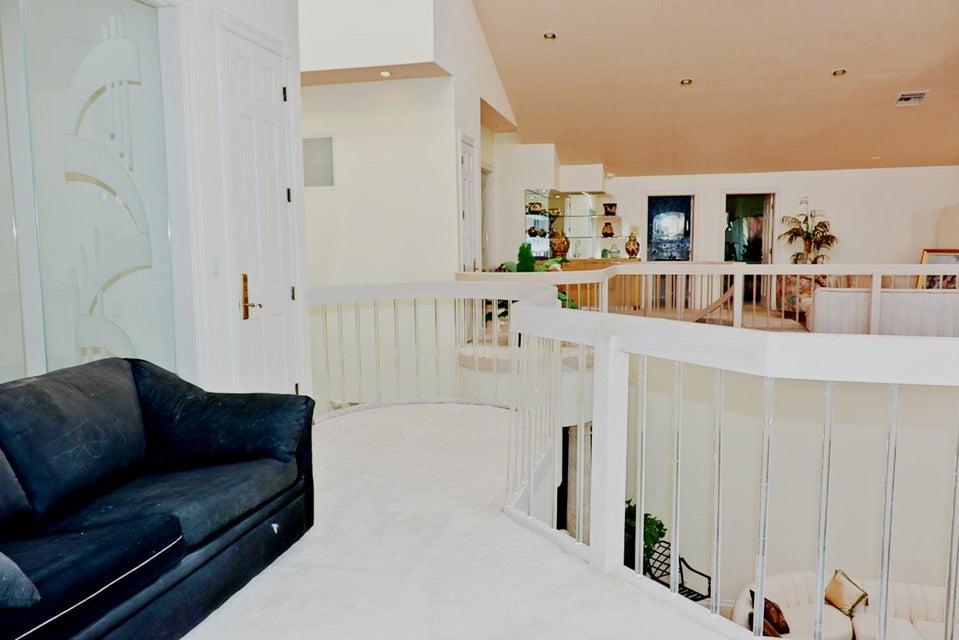 1004 Rhodes Villa Avenue