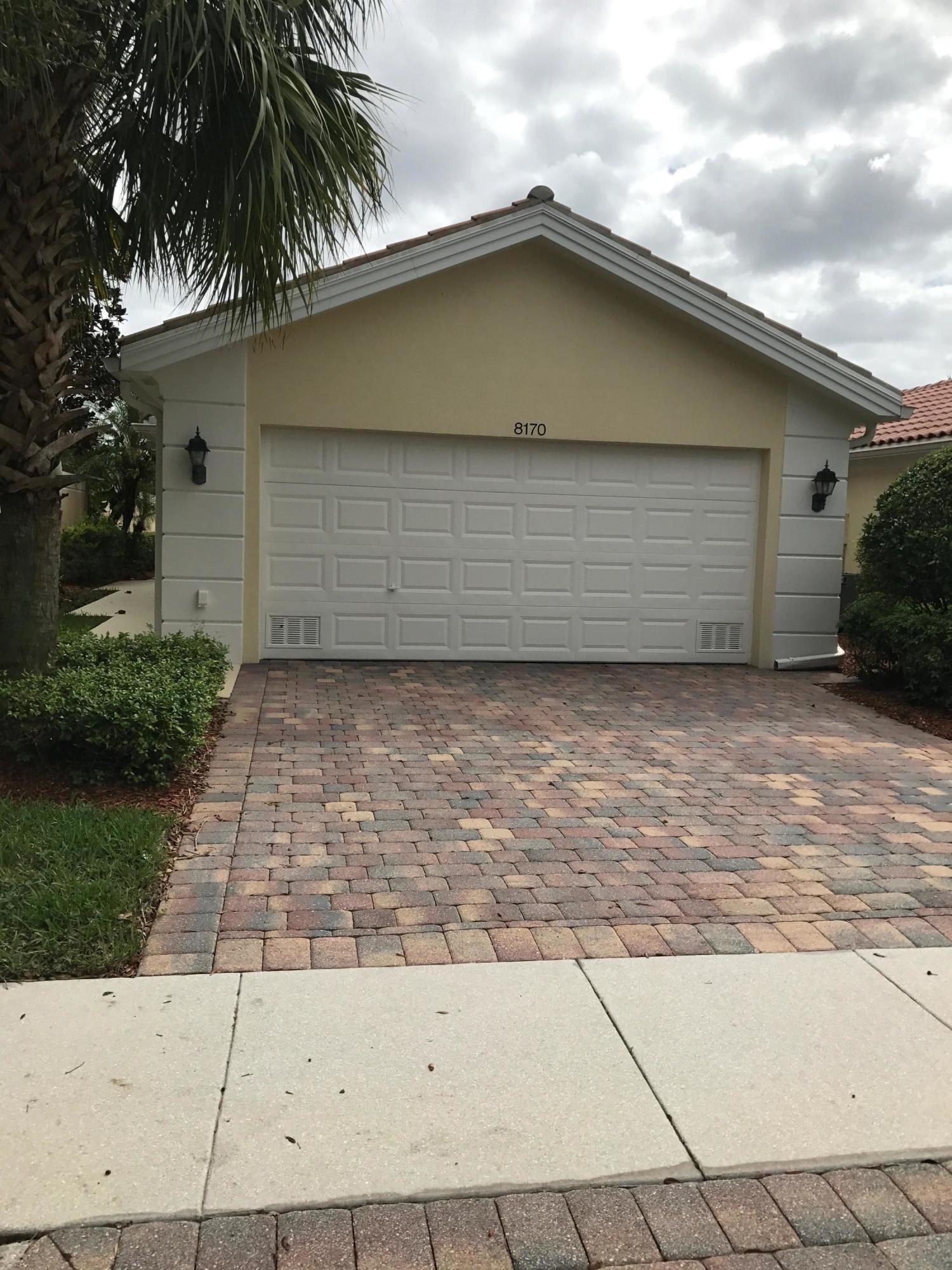 Villa للـ Sale في 8170 Saint Johns Court 8170 Saint Johns Court Wellington, Florida 33414 United States