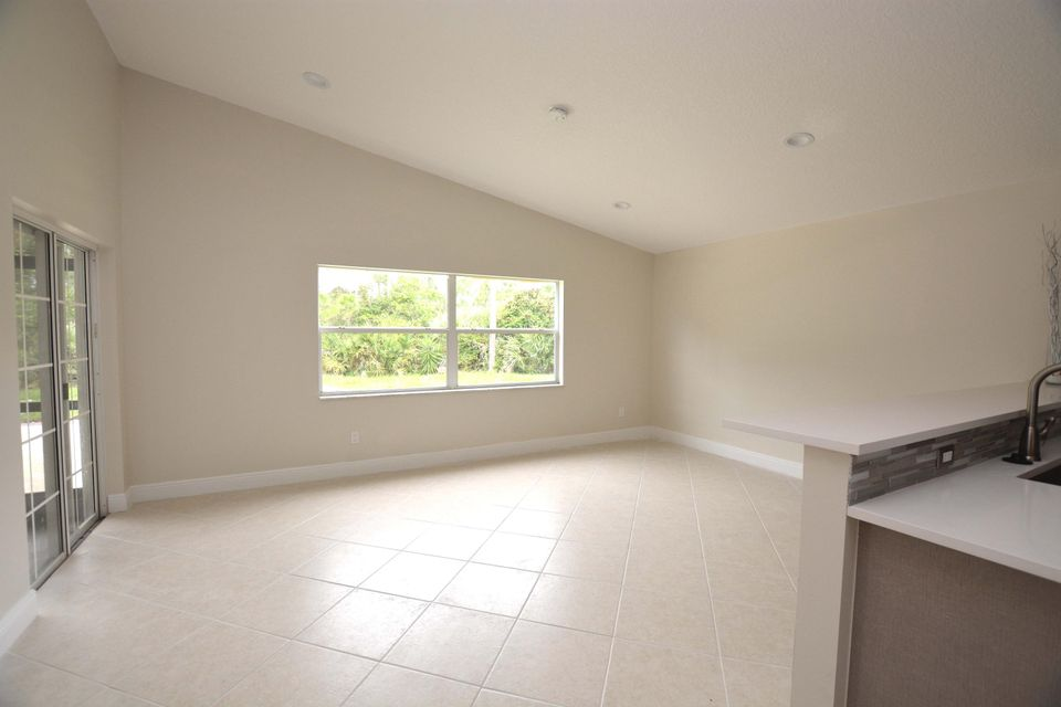 Additional photo for property listing at 2370 NW Tulip Way 2370 NW Tulip Way Jensen Beach, Florida 34957 Estados Unidos