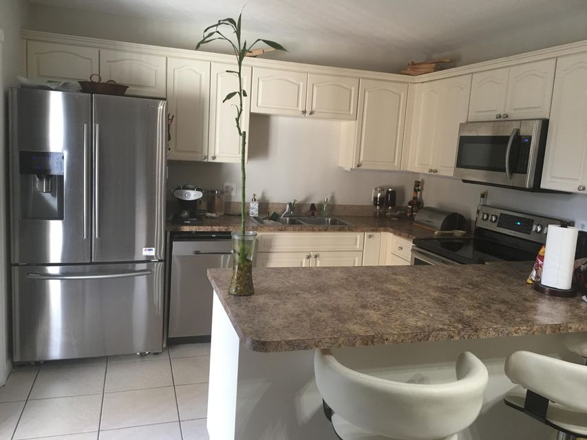 Additional photo for property listing at 2247 White Pine Circle 2247 White Pine Circle Greenacres, Florida 33415 United States