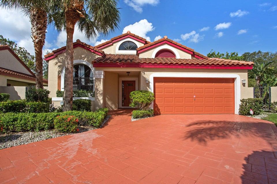 Casa para uma família para Venda às 149 Island Way 149 Island Way Greenacres, Florida 33413 Estados Unidos