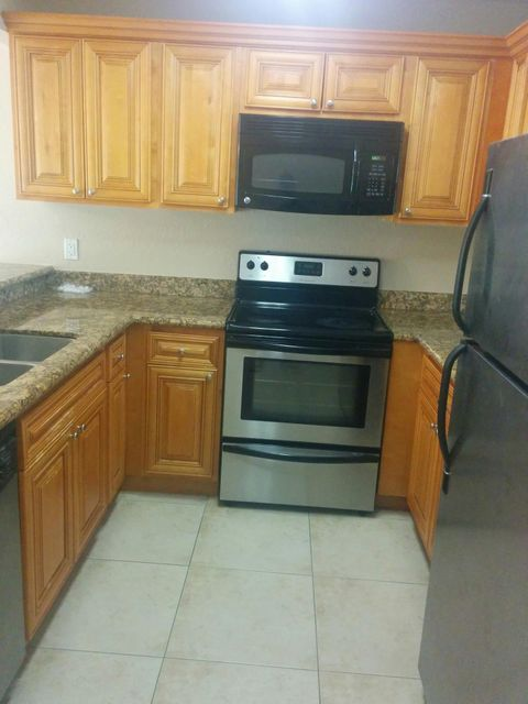 Co-op / Condo للـ Rent في 1661 Balfour Point Drive 1661 Balfour Point Drive West Palm Beach, Florida 33411 United States