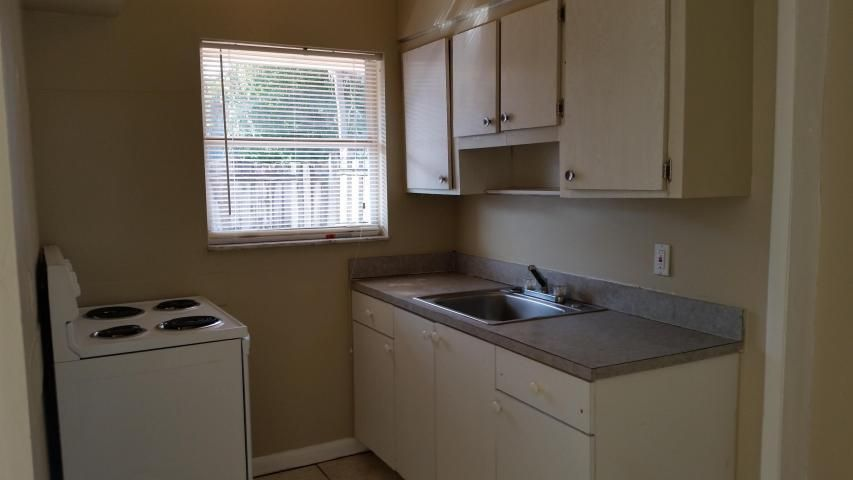 Additional photo for property listing at 1217 S N Street 1217 S N Street Lake Worth, Florida 33460 United States