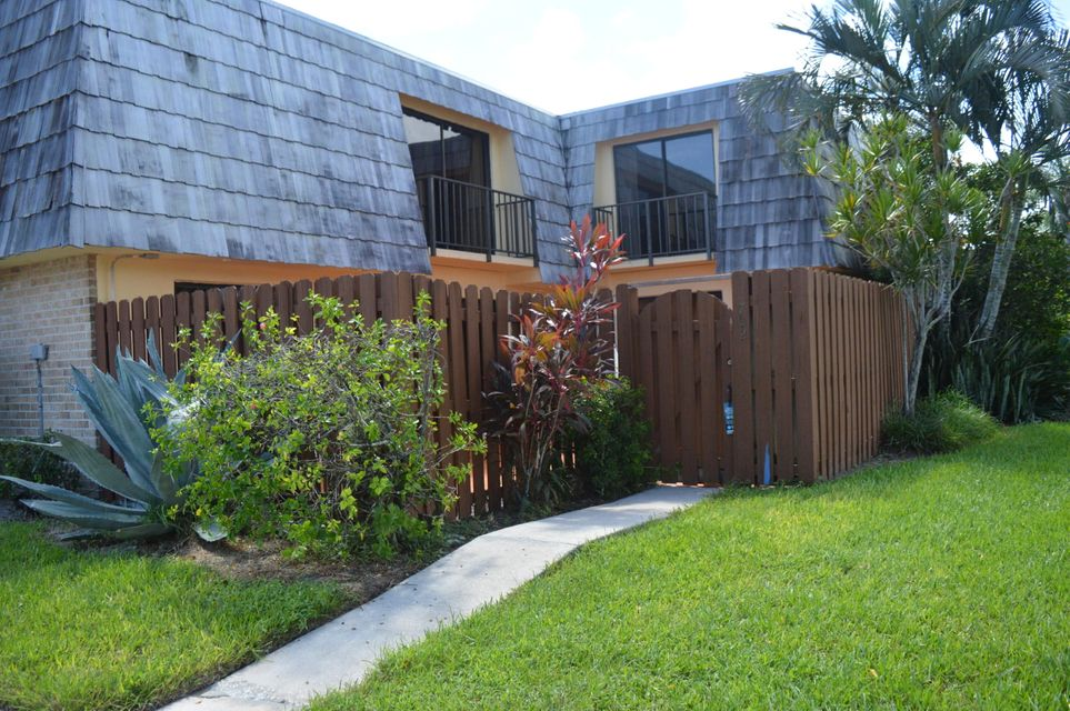Townhouse for Rent at 702 Springdale Circle 702 Springdale Circle Palm Springs, Florida 33461 United States