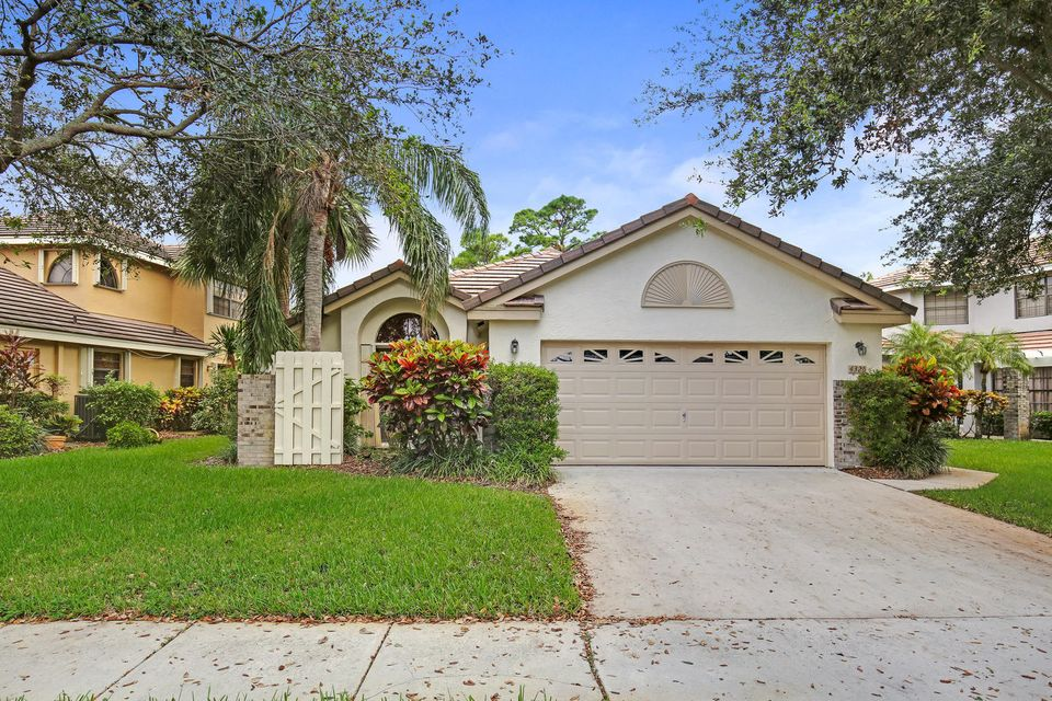 Single Family Home for Sale at 4325 Sherwood Forest Drive 4325 Sherwood Forest Drive Delray Beach, Florida 33445 United States