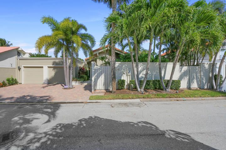 Single Family Home for Sale at 116 Bonefish Circle 116 Bonefish Circle Jupiter, Florida 33477 United States