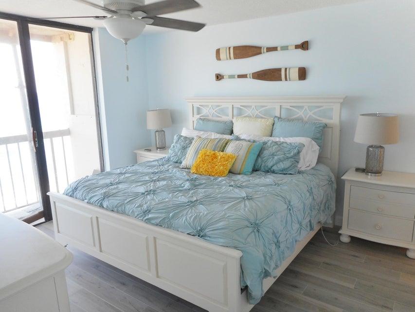 Additional photo for property listing at 9900 S Ocean Drive 9900 S Ocean Drive Jensen Beach, Florida 34957 États-Unis