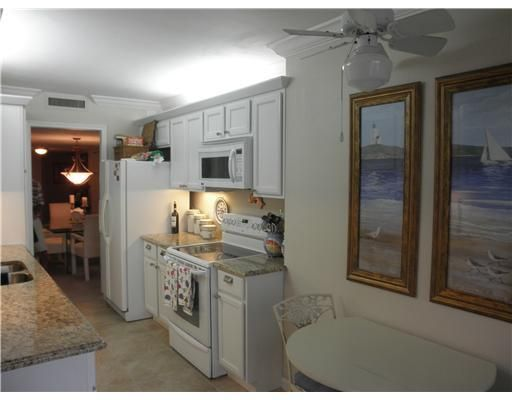 Additional photo for property listing at 4200 N Ocean Drive 4200 N Ocean Drive Singer Island, Florida 33404 États-Unis