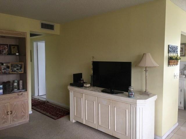 Additional photo for property listing at 584 Fanshaw N 584 Fanshaw N Boca Raton, Florida 33434 Estados Unidos