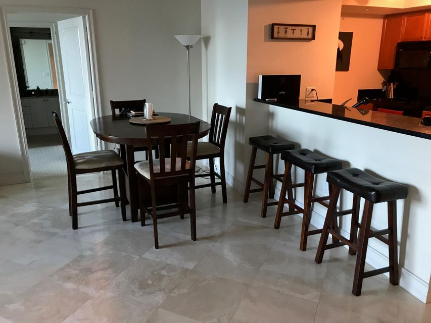 Additional photo for property listing at 99 SE Mizner Boulevard 99 SE Mizner Boulevard Boca Raton, Florida 33432 Estados Unidos
