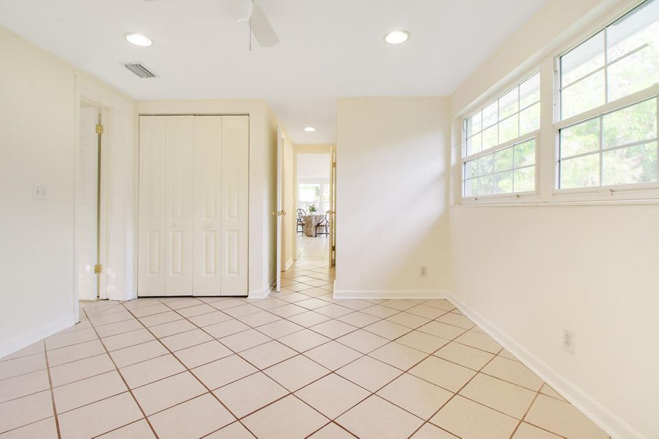 Additional photo for property listing at 241 33rd Street 241 33rd Street West Palm Beach, Florida 33407 United States
