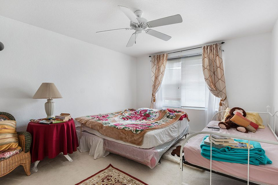 Additional photo for property listing at 1913 NW 167th Avenue 1913 NW 167th Avenue Pembroke Pines, Florida 33028 United States