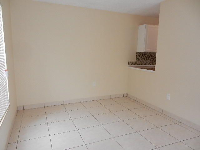 Additional photo for property listing at 5836 S 37th Court 5836 S 37th Court Greenacres, Florida 33463 États-Unis