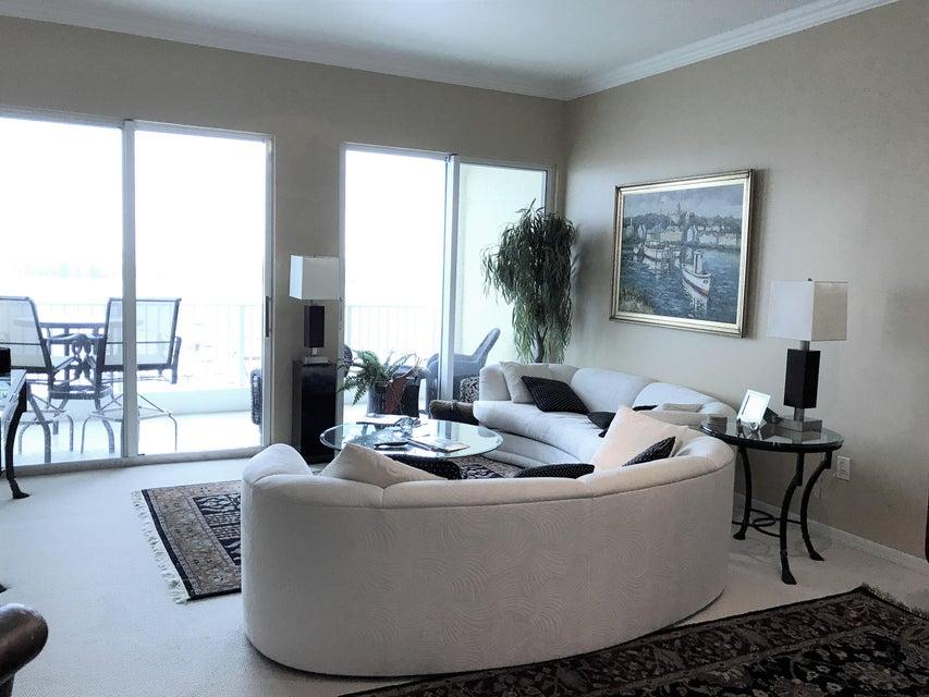 Co-op / Condo للـ Rent في 806 E Windward Way 806 E Windward Way Lantana, Florida 33462 United States