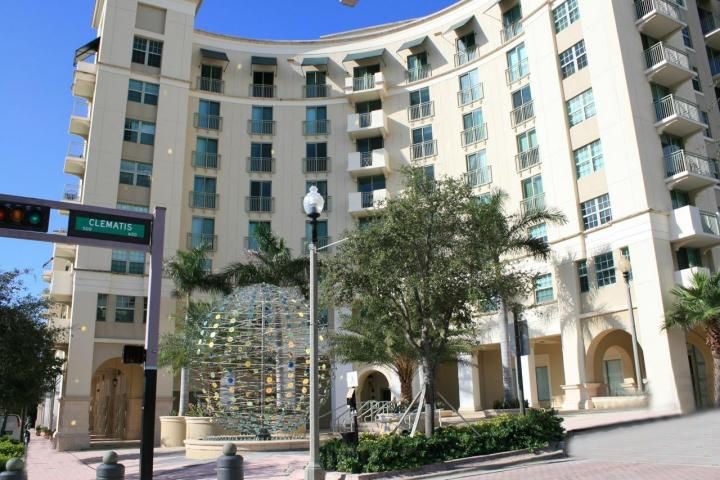 Co-op / Condominio por un Venta en 610 Clematis Street 610 Clematis Street West Palm Beach, Florida 33401 Estados Unidos