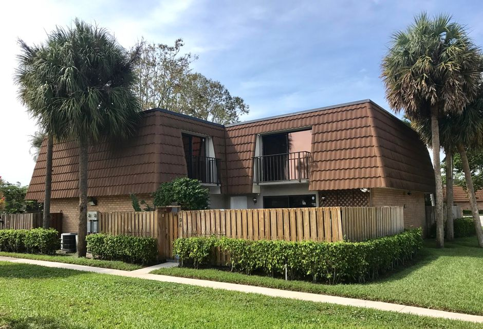 194 Charter Way  West Palm Beach, FL 33407
