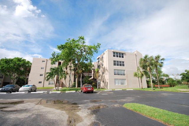 9420 Tangerine Place 102 , Davie FL 33324 is listed for sale as MLS Listing RX-10371242 20 photos
