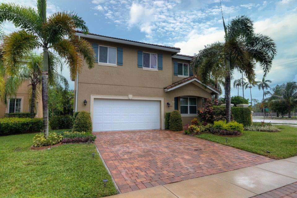 独户住宅 为 销售 在 981 Siesta Drive 981 Siesta Drive 西棕榈滩, 佛罗里达州 33415 美国