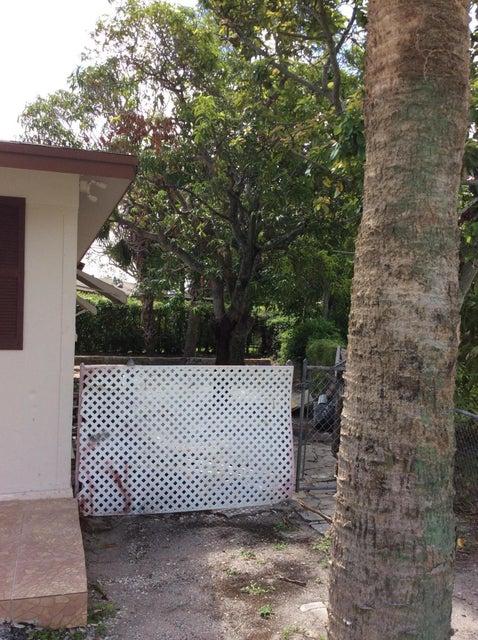 1038 S Park Circle West Palm Beach, FL 33405 photo 9