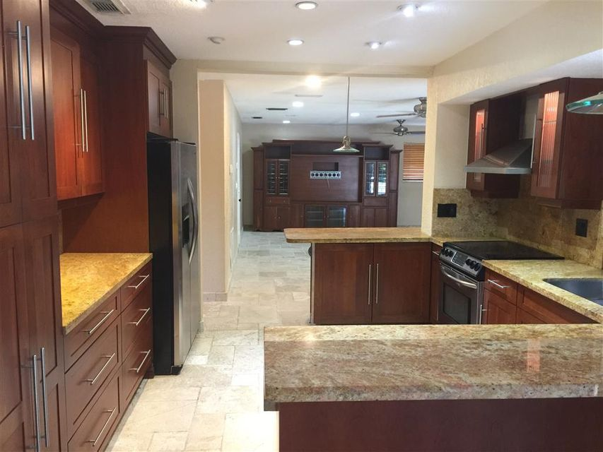 Additional photo for property listing at 6977 SW 148th Terrace 6977 SW 148th Terrace Palmetto Bay, Florida 33158 United States