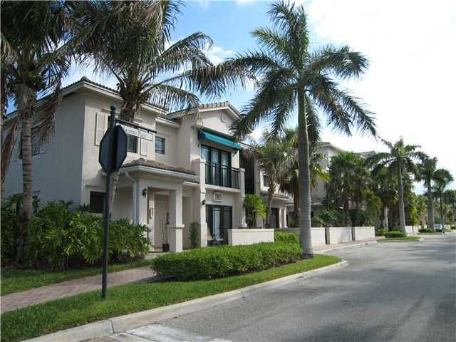 Co-op / Condo for Sale at 2801 Sarento Place 2801 Sarento Place Palm Beach Gardens, Florida 33410 United States