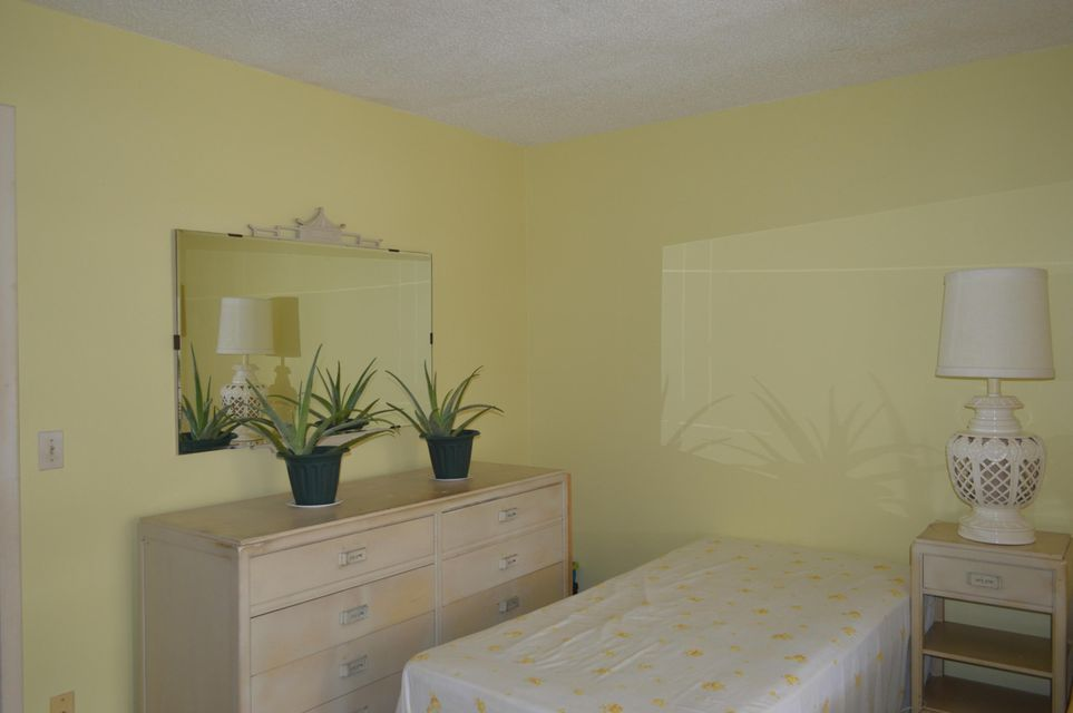 Additional photo for property listing at 410 Chatham T 410 Chatham T West Palm Beach, Florida 33417 United States